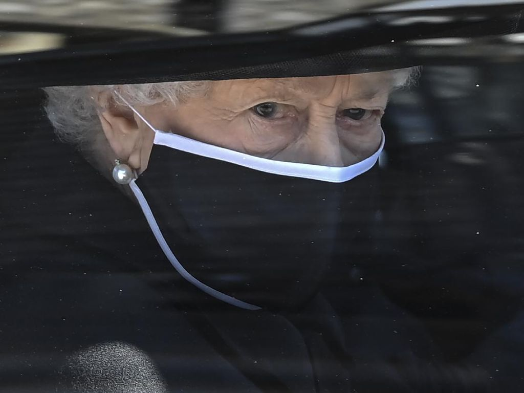 Ratu Elizabeth Minta Perayaan Ulang Tahunnya Tanpa Hormat Senjata