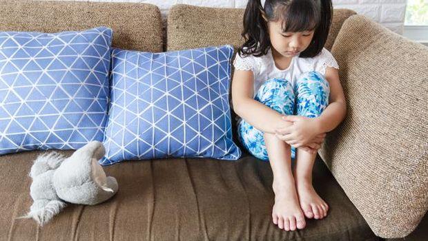 Meskipun terlihat sepele, namun mengingkari janji pada anak juga dapat membuatnya merasa tidak diutamakan.
