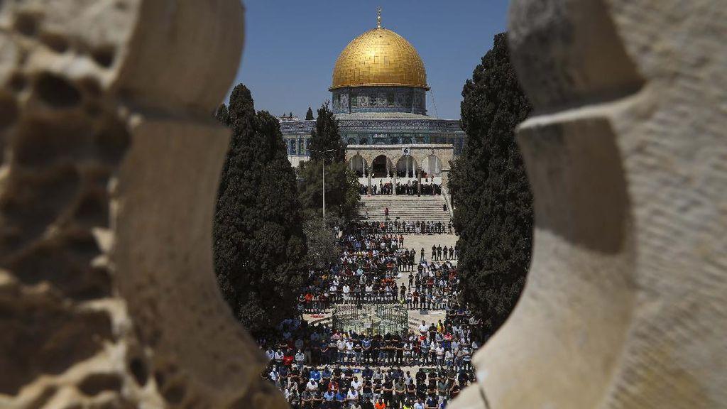 Suasana Salat Jumat Pertama Ramadhan di Masjid Al-Aqsa