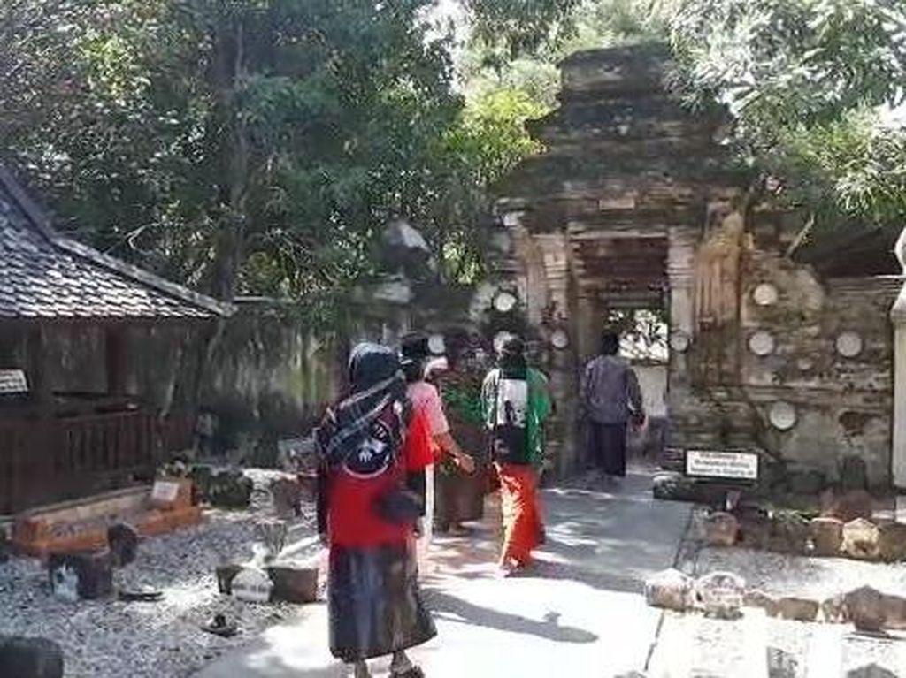 Makam Sunan Bonang Ramai Peziarah Ngalap Berkah Ramadhan