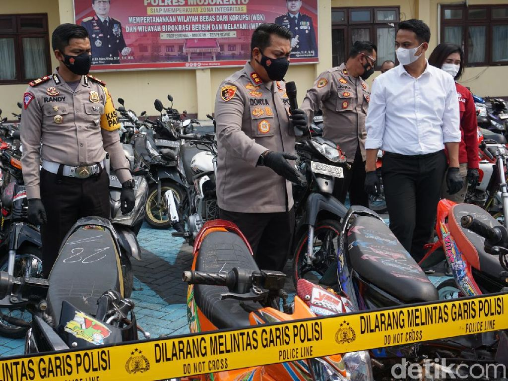 Puluhan Knalpot dan Ban Motor Tak Standar Dimusnahkan di Mojokerto