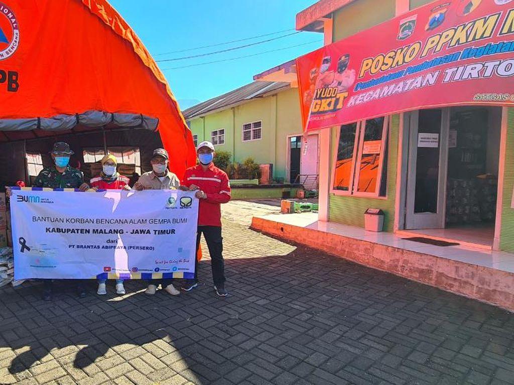 Brantas Abipraya Salurkan Beras-Susu Balita bagi Korban Gempa Malang