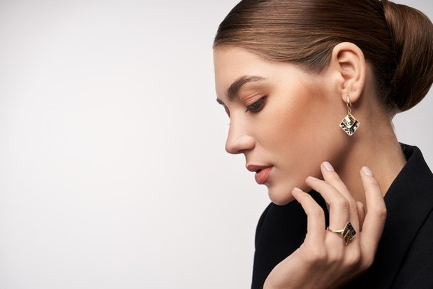 Perhiasan bisa dijual seharga 60 persen dari harga asli.