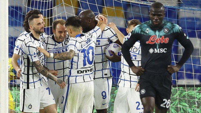 Inter Milans Christian Eriksen, third left, celebrates after scoring his teams first goal, during a Serie A soccer match between Napoli and Inter Milan at the Diego Armando Maradona Stadium in Naples, Italy, Sunday, April 18, 2021. (Alessandro Garofalo/LaPresse via AP)