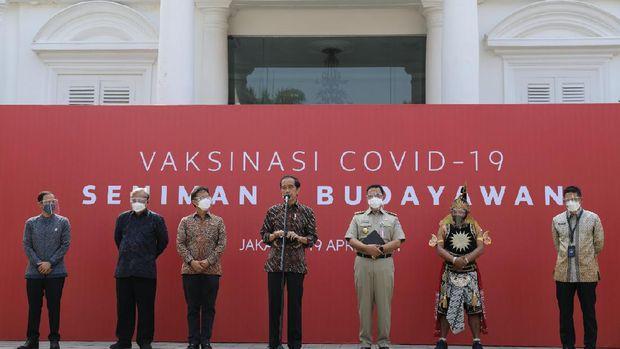 Jokowi dan sejumlah menteri tinjau vakinasi seniman dan budayawan