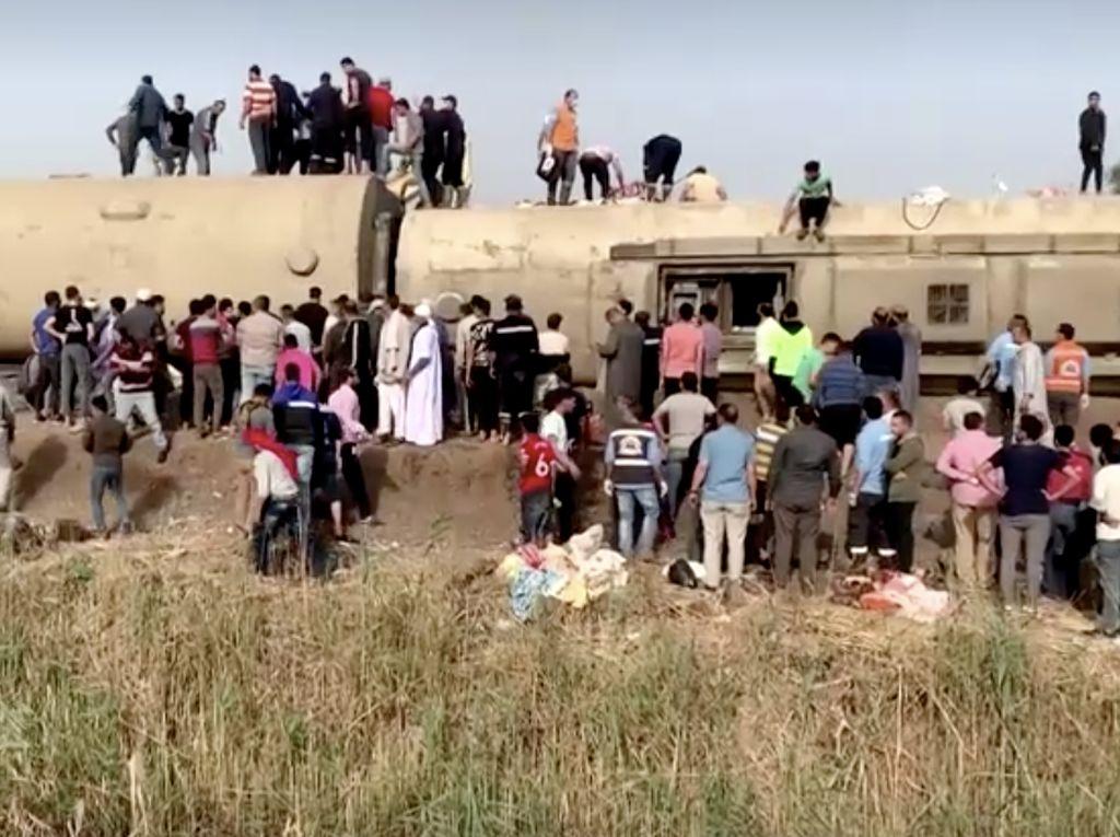 KA Tergelincir di Mesir, 11 Orang Tewas, 98 Terluka