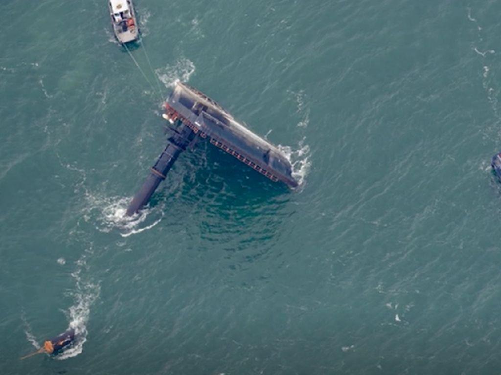 Pencarian Korban Kapal Terbalik di Teluk Meksiko, 4 Orang Tewas