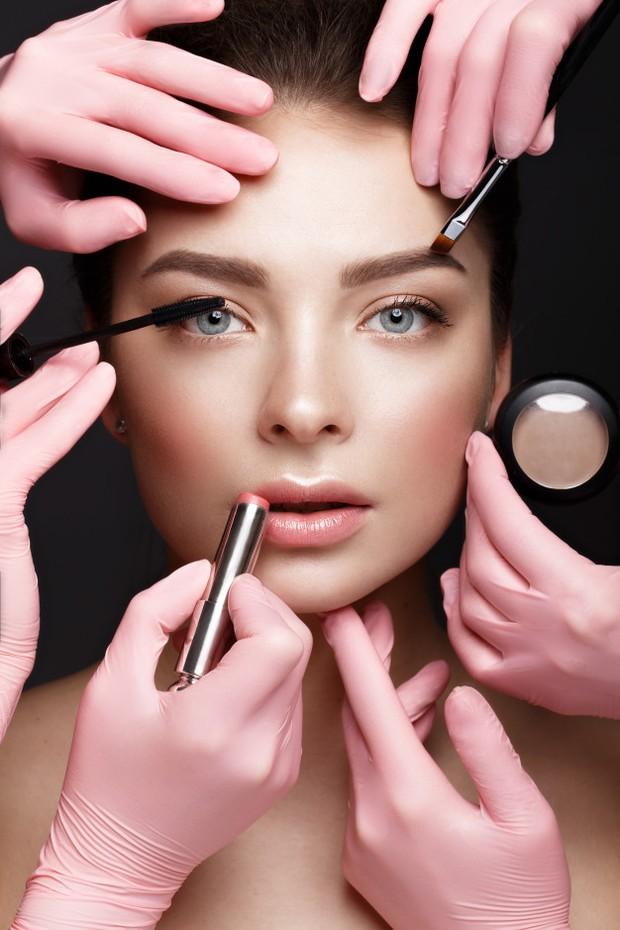 Melembapkan kulit adalah hal yang terpenting untuk kamu yang punya kulit kering. Ini merupakan bagian dari upaya terbaik melembabkan kulit dan memastikan kulit tampak halus dan terhidrasi.