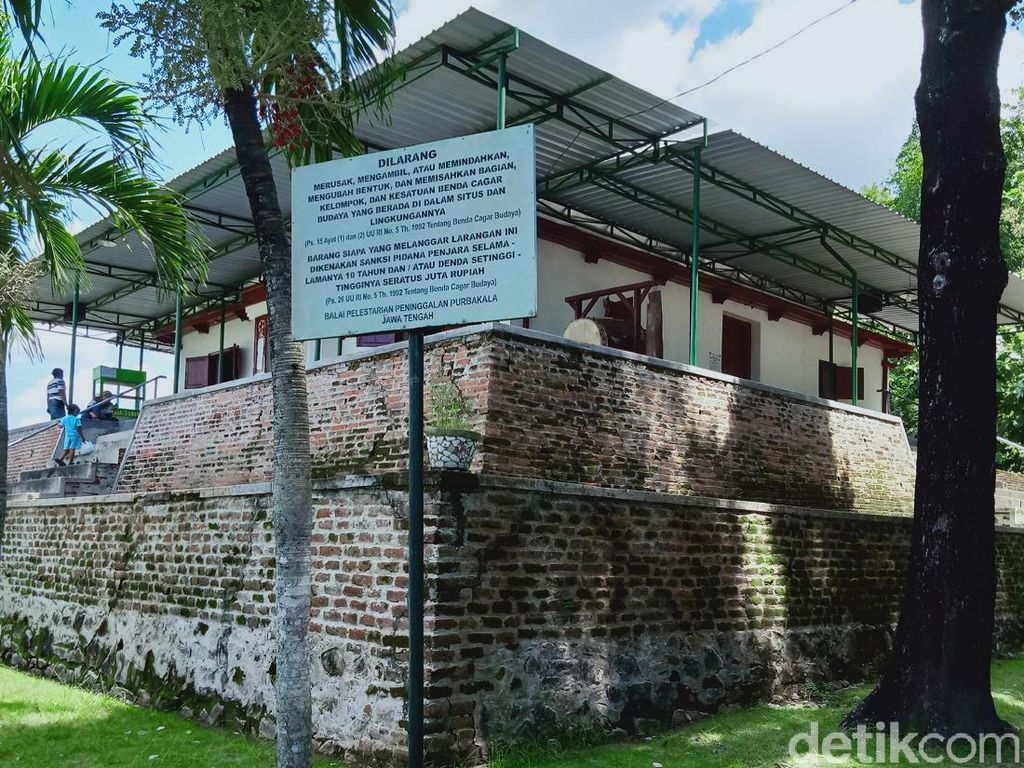 Masjid Abad 15 Ini Semula di Puncak Gunung, Ini Alasan Dipindahkan