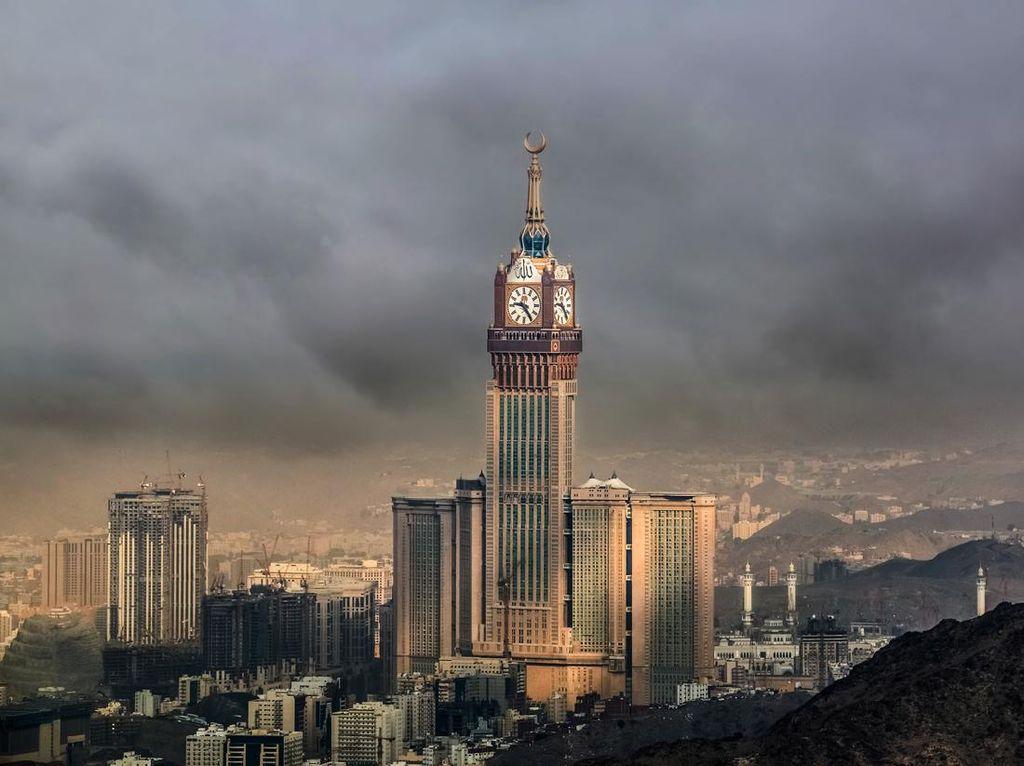 Foto: Royal Clock Tower nan Menawan di Jantung Kota Makkah
