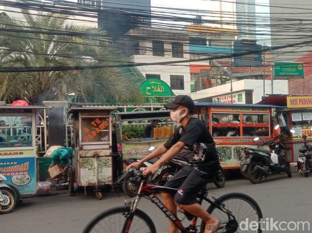 Meski Pandemi, Pasar Takjil Benhil Tetap Ramai Diserbu Warga