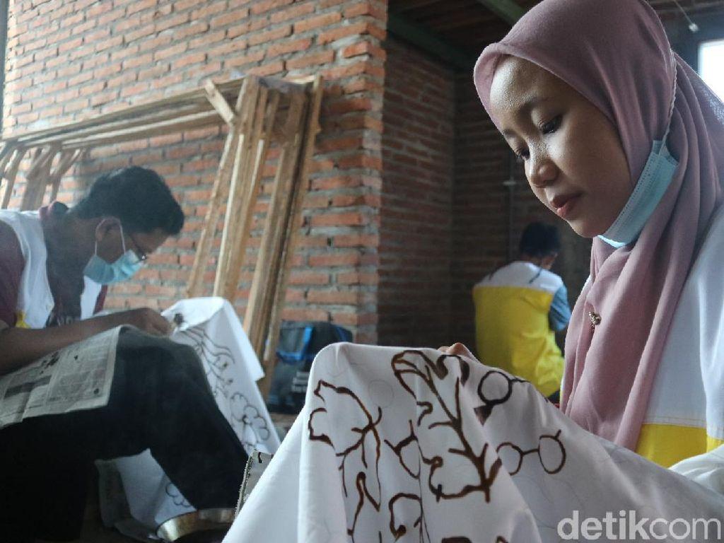 Omzet Jeblok, Pengusaha Batik Kudus Babak Belur Melawan Pandemi
