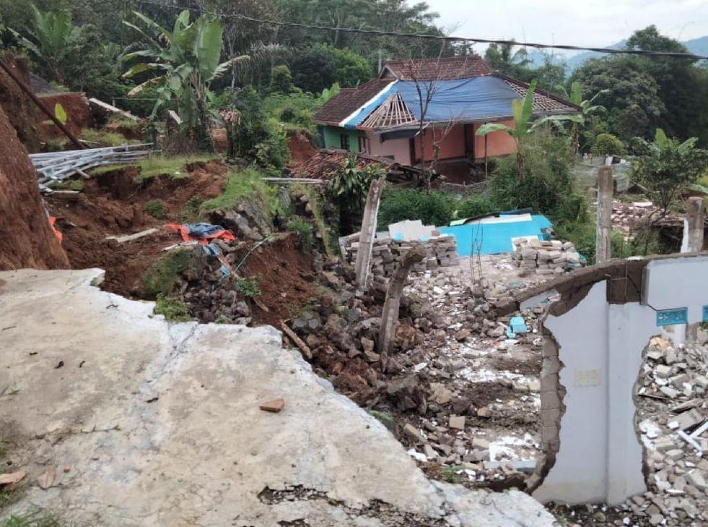 Tolong! Korban Pergerakan Tanah di Sukabumi Kehabisan Stok Logistik