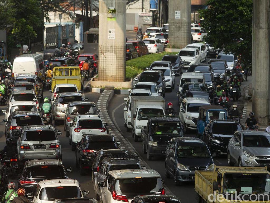 Polisi Sarankan Angkutan Umum Ditambah Jika Ganjil-Genap Berlaku Lagi