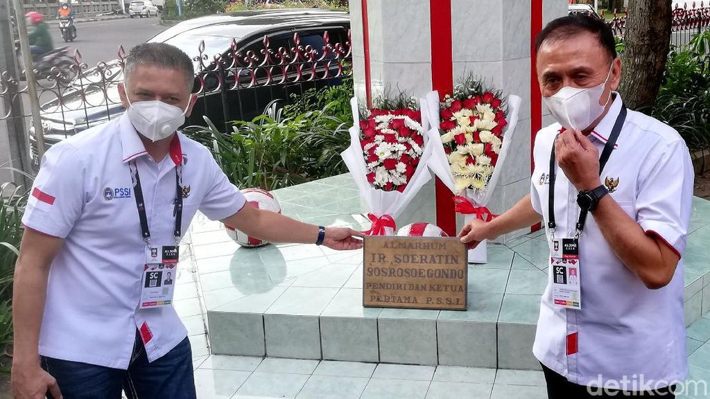 Rayakan HUT PSSI Ke-91, Iwan Bule Sambangi Balai Persis Solo