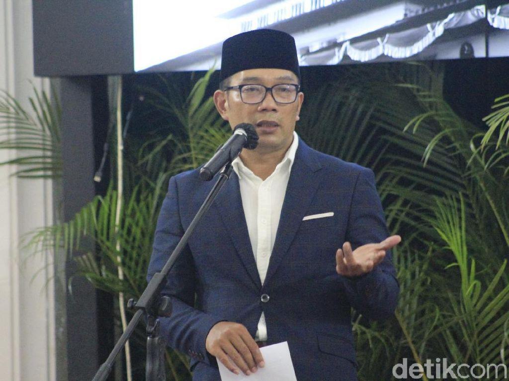 Bertemu di Bandung, Ridwan Kamil Hadiahi Dua Pantun untuk Khofifah