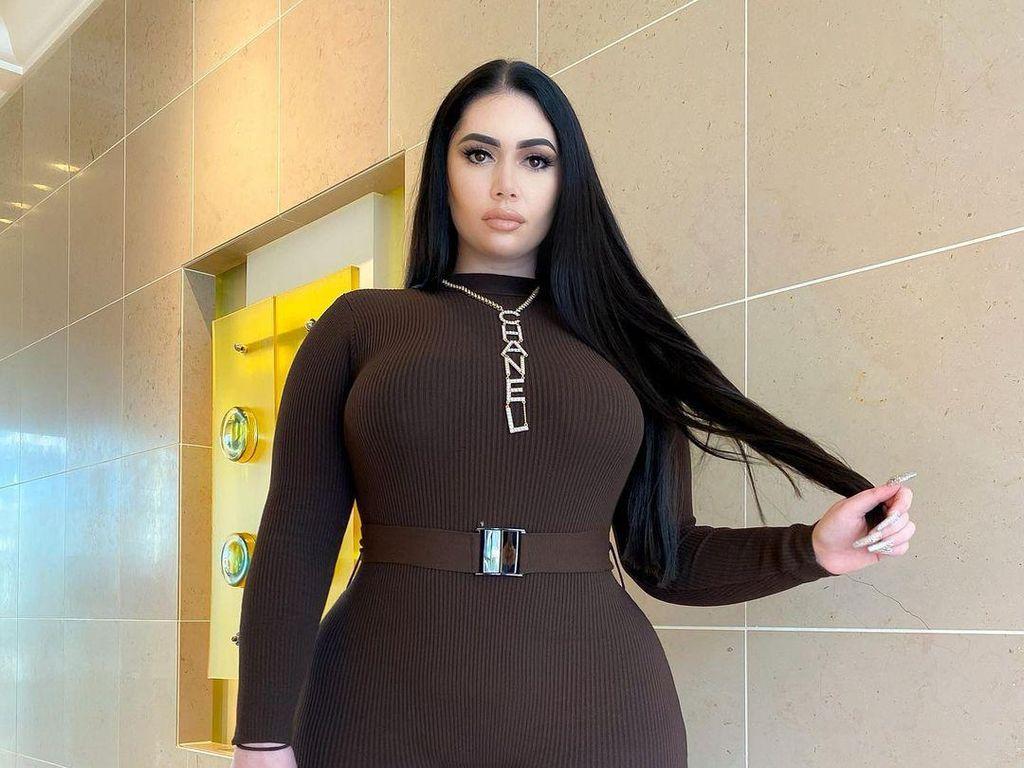10 Foto Selebgram Mirip Kim Kardashian, Tapi Dibully karena Tubuh Gemuknya