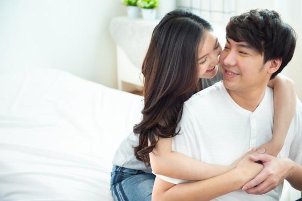 Aktivitas intim selain penetrasi seksual dapat membatalkan puasa jika melibatkan keluarnya air mani atau cairan seksual lainnya.