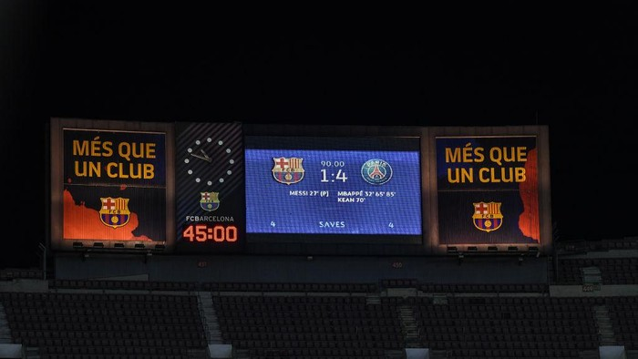 BARCELONA, SPAIN - FEBRUARY 16: The final result is shown at the scoreboard at the end of the UEFA Champions League Round of 16 match between FC Barcelona and Paris Saint-Germain at Camp Nou on February 16, 2021 in Barcelona, Spain. (Photo by David Ramos/Getty Images)