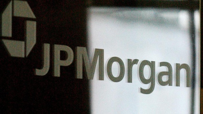LONDON - MARCH 17:  The sign for JP Morgan is featured on a mirror in the headquarters of the bank JP Morgan Chase on March 17, 2008 in London, England. JP Morgan Chase has bought out US Investment bank Bear Stearns for a small percentage of its recent value after Bear Stearns was forced to ask for emergency funds from the US Federal Reserve.  (Photo by Cate Gillon/Getty Images)
