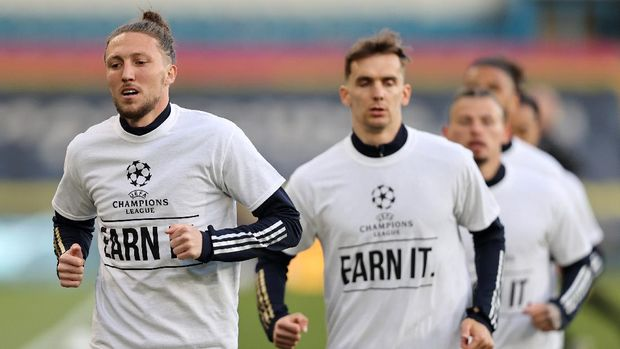 LEEDS, ENGLAND - APRIL 19: Luke Ayling of Leeds United warms up while wearing a protest t-shirt against the European Super League prior to the Premier League match between Leeds United and Liverpool at Elland Road on April 19, 2021 in Leeds, England. Sporting stadiums around the UK remain under strict restrictions due to the Coronavirus Pandemic as Government social distancing laws prohibit fans inside venues resulting in games being played behind closed doors.  (Photo by Clive Brunskill/Getty Images)