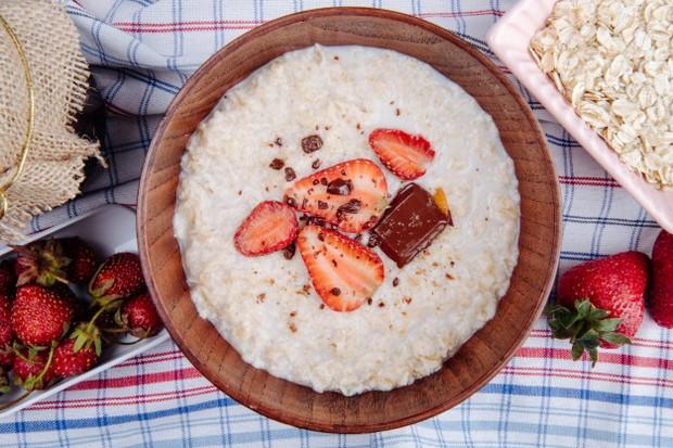 Kombinasi dari semua nutrisi ini membuat oatmeal menjadi makanan yang sempurna untuk pelepasan energi yang berkelanjutan.