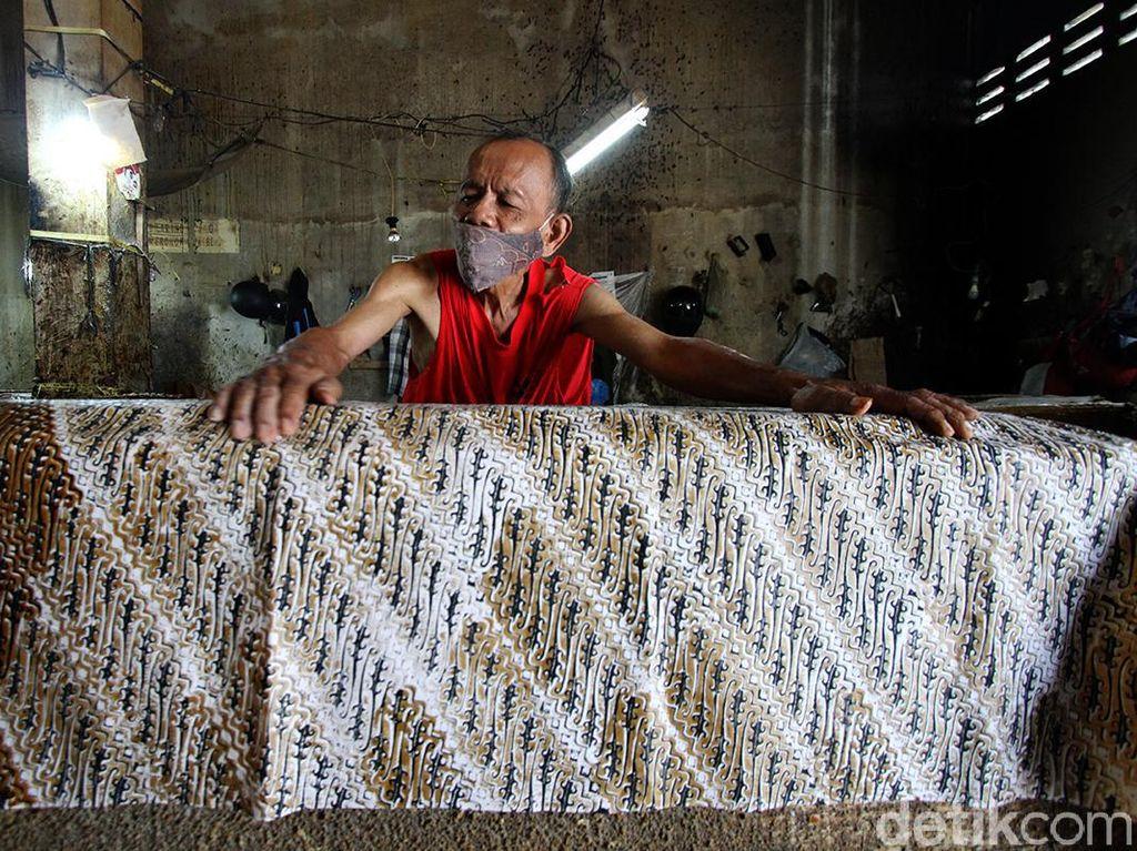 Penjualan Sarung Batik Solo Meroket