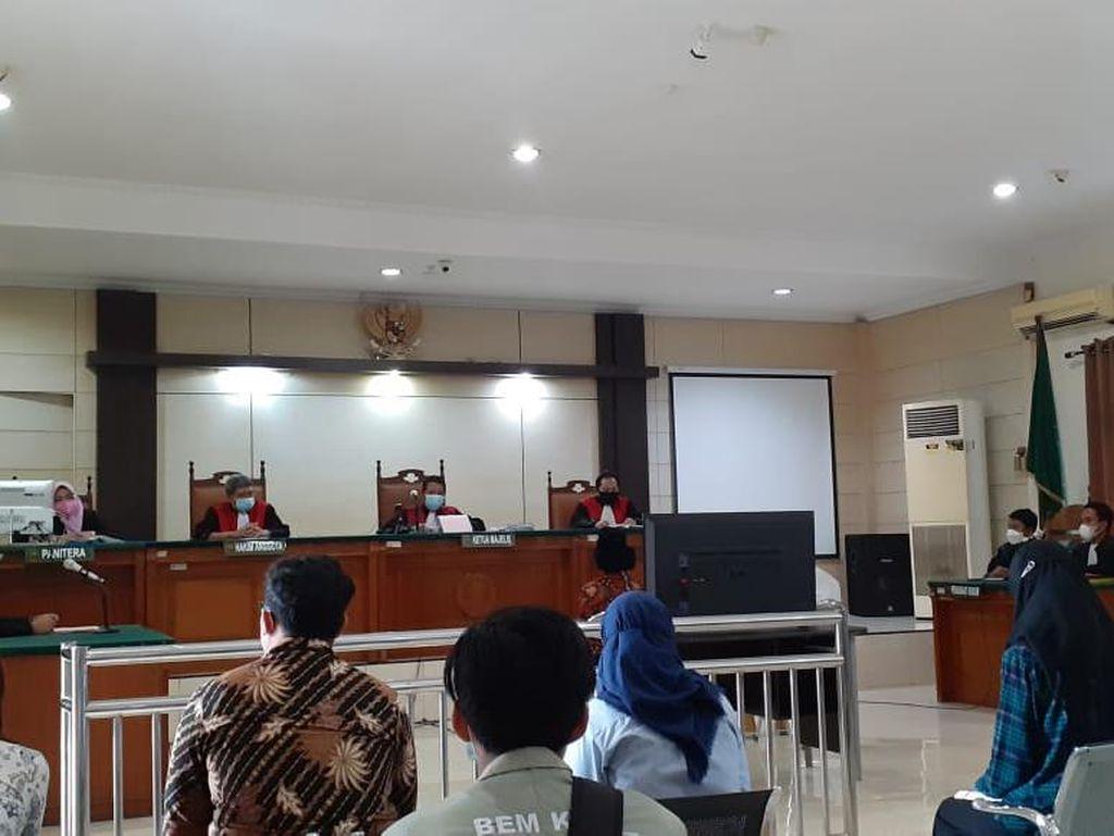 2 Mahasiswa Dituntut 3 Bulan Bui Terkait Demo Ricuh di Semarang
