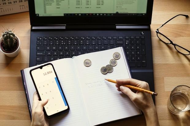 Membuat financial planning.
