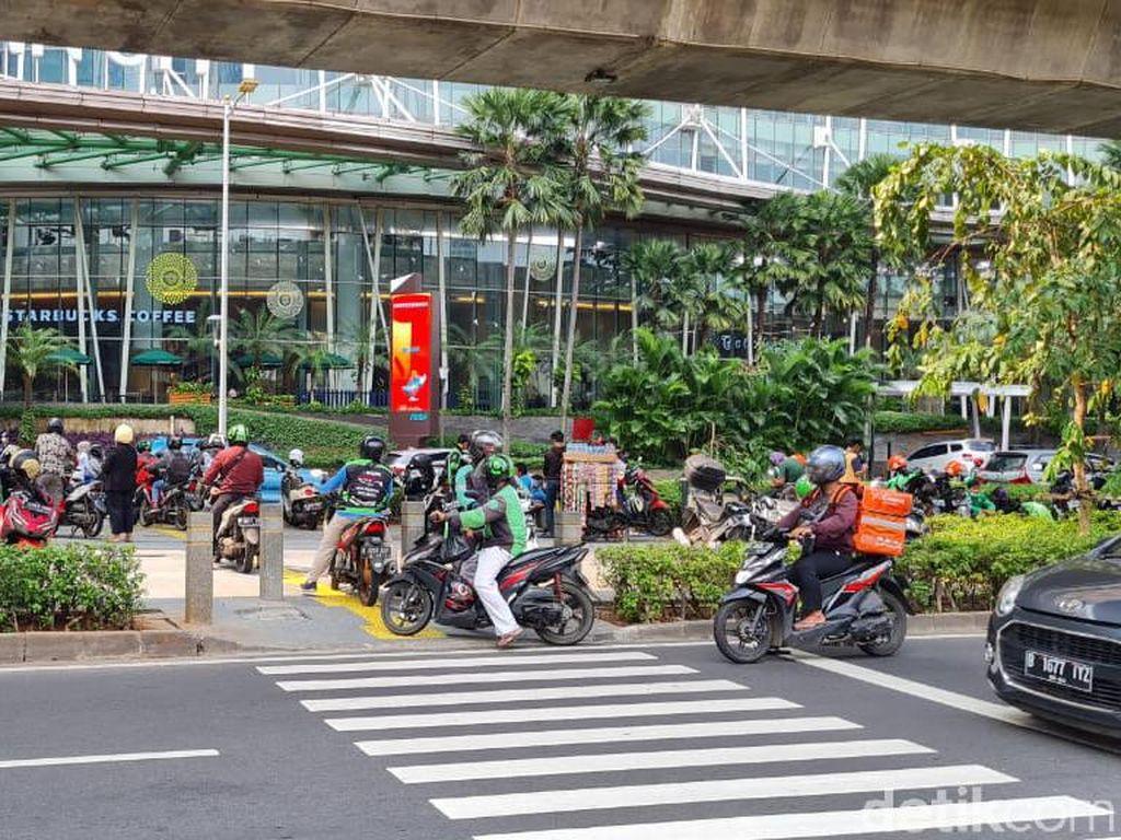 Bina Marga DKI Akan Pasang Portal S di Trotoar Seberang Kuningan City