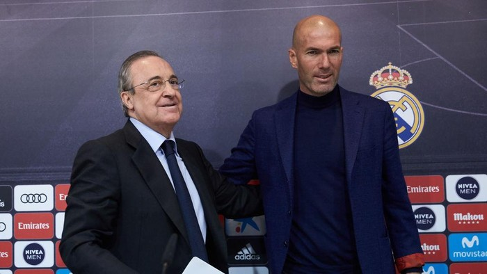 MADRID, SPAIN - MAY 31: Real Madrid CF president Florentino Perez (L) and Zinedine Zidane (R) shake hands after a press conference to announce his resignation as Real Madrid manager at Valdebebas Sport City on May 31, 2018 in Madrid, Spain. Zidane steps down from the position of Manager of Real Madrid, after leading the club to its third consecutive UEFA Champions League title. (Photo by Gonzalo Arroyo Moreno/Getty Images)