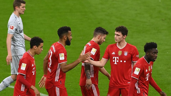 MUNICH, GERMANY - APRIL 20: Eric Maxim Choupo-Moting of FC Bayern Muenchen  celebrates with teammates after scoring their teams first goal  during the Bundesliga match between FC Bayern Muenchen and Bayer 04 Leverkusen at Allianz Arena on April 20, 2021 in Munich, Germany. Sporting stadiums around Germany remain under strict restrictions due to the Coronavirus Pandemic as Government social distancing laws prohibit fans inside venues resulting in games being played behind closed doors. (Photo by Christof Stache - Pool/Getty Images)
