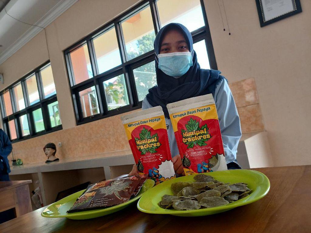 Pelajar SMAN 3 Ponorogo Bikin Mi dan Krupuk Berbahan Daun Pepaya