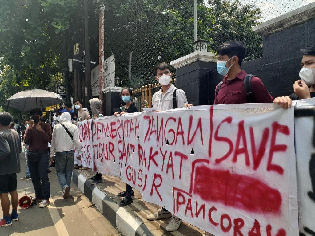 Sengketa Lahan Pertamina, Warga Pancoran Demo di PN Jaksel Tolak Digusur