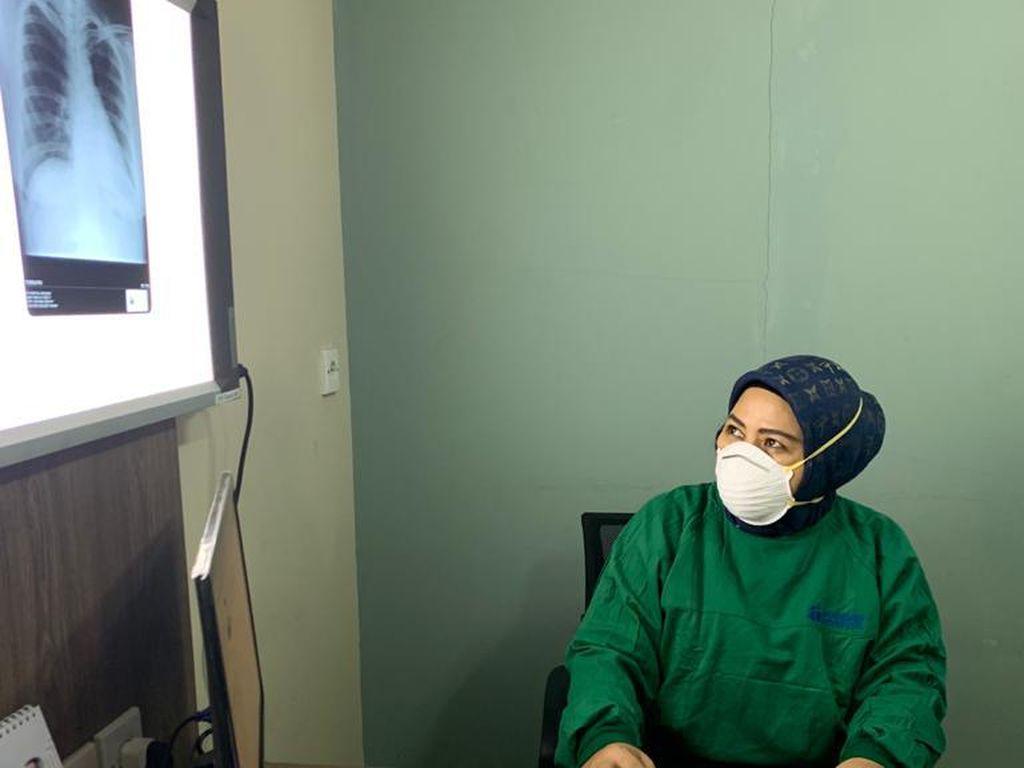 Mengenal Nurhayati, Dokter yang Tangani Pasien Corona Pertama di Karawang