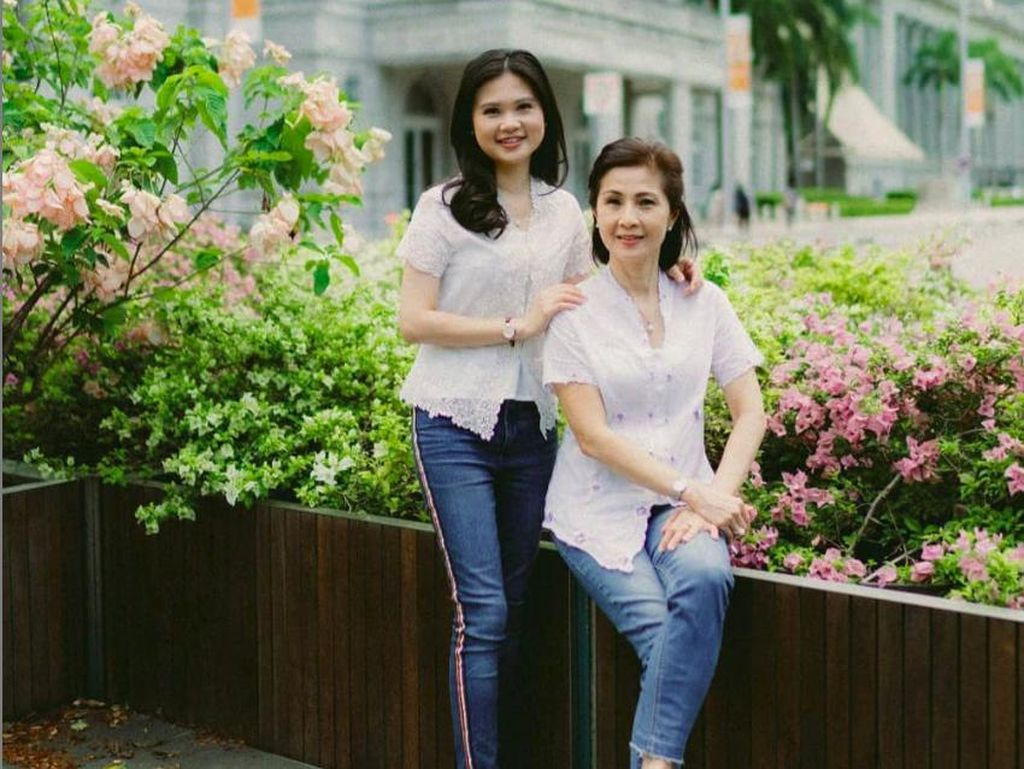 Berkebaya, Felicia Tissue dan Ibunda Kutip Tulisan RA Kartini