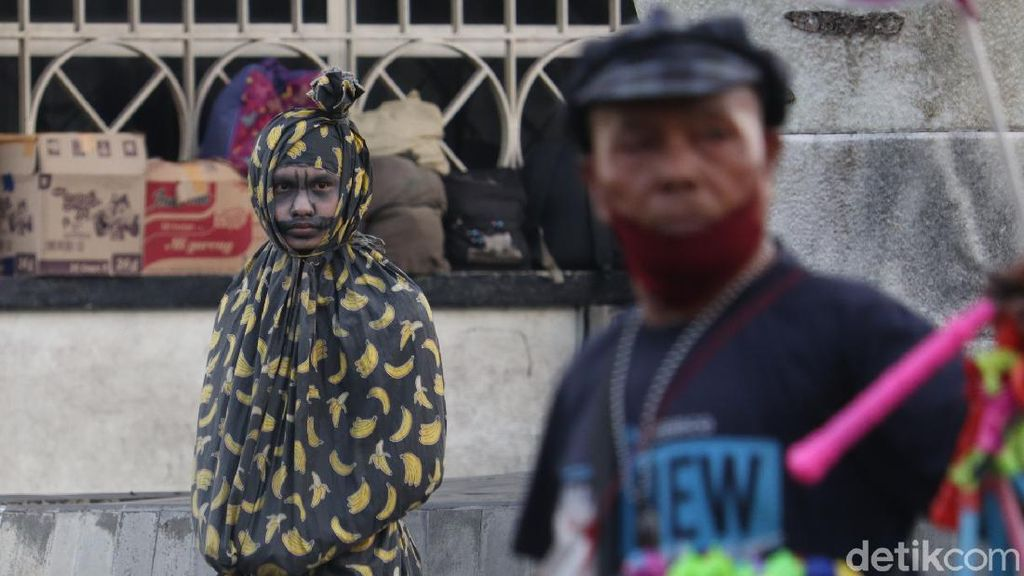 Ngabuburit Ditemani Pocong dan Kuntilanak di Bandung, Hii...