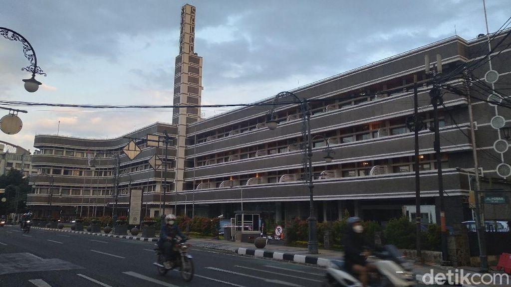Foto: Hotel Ini Pakai Sirine Perang Buat Tandai Waktu Berbuka