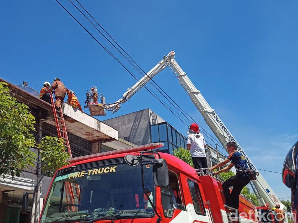 Gudang Dekat Pasar Genteng Terbakar, Tiga Korban Sempat Terjebak di Dalam