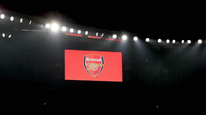 LONDON, ENGLAND - NOVEMBER 29: The Arsenal logo is seen on the LED screen prior to the Premier League match between Arsenal and Wolverhampton Wanderers at Emirates Stadium on November 29, 2020 in London, England. Sporting stadiums around the UK remain under strict restrictions due to the Coronavirus Pandemic as Government social distancing laws prohibit fans inside venues resulting in games being played behind closed doors. (Photo by Catherine Ivill/Getty Images)