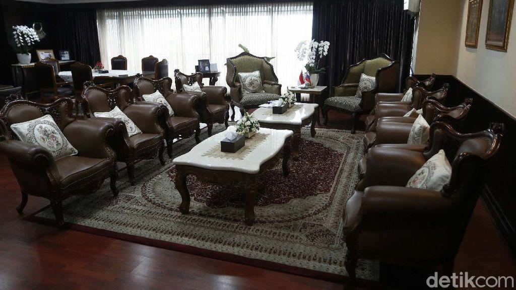 Mengintip Ruang Kerja Wakil Ketua MPR Fadel Muhammad