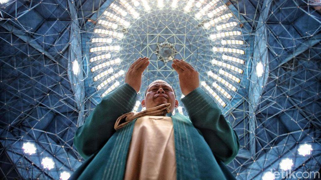 Mengenal Ustaz Madinah, Imam Besar Masjid Jakarta Islamic Center