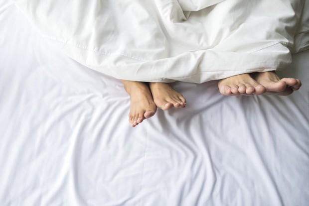 Ejakulasi saat orgasme pada pria tidak hanya bermanfaat untuk pembuahan dalam proses reproduksi, tetapi juga mengurangi risiko seorang pria terkena kanker prostat.