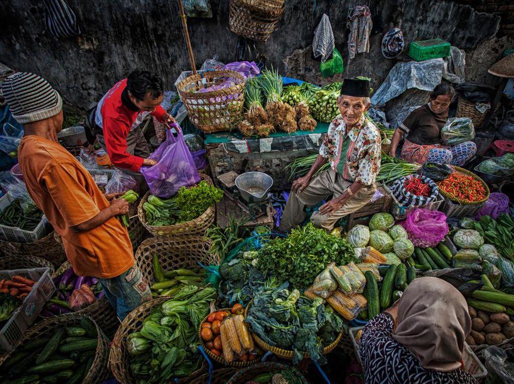 Vaksinasi Pedagang Tumbuhkan Rasa Aman Belanja di Pasar