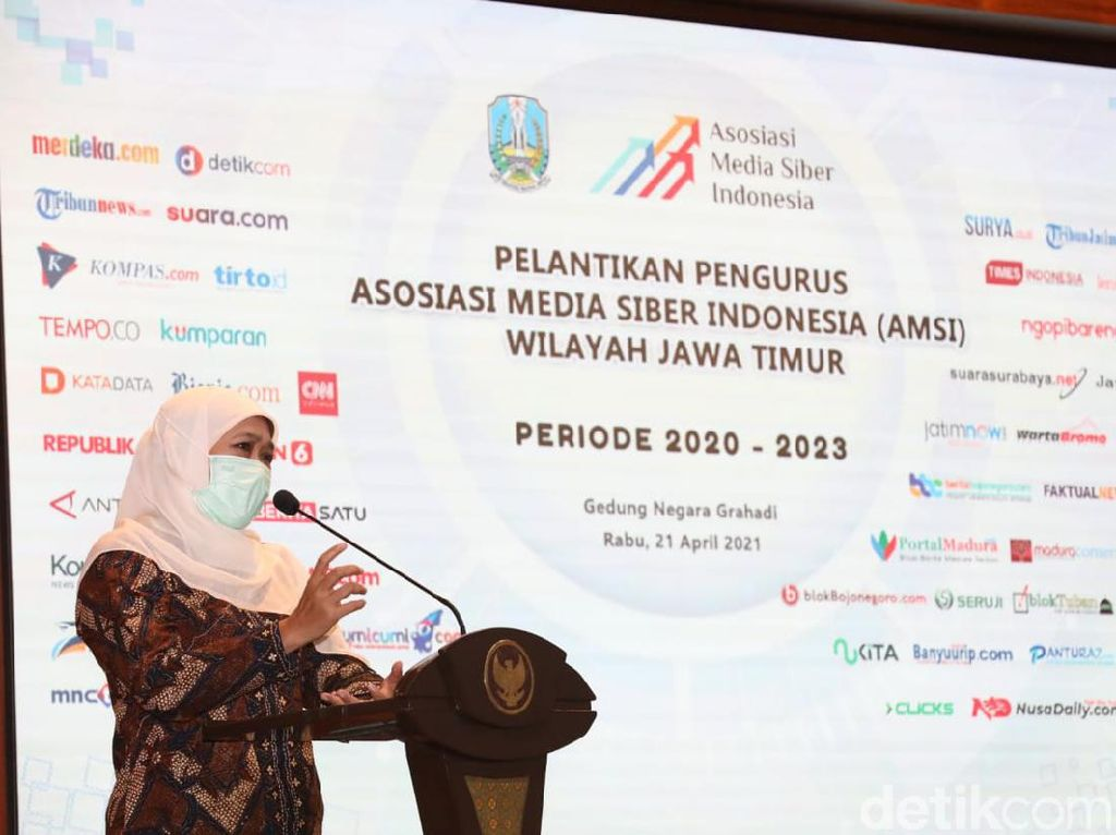 Hadiri Pelantikan AMSI Jatim, Khofifah Ajak Kolaborasi dengan KEK Singhasari