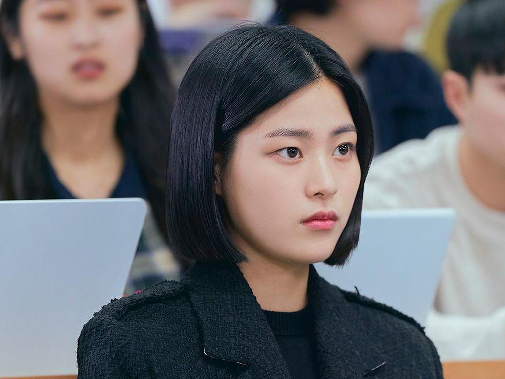 Mengenal Lee Soo Kyung, Pemeran Mahasiswi Cerdas Kang Sol di Law School