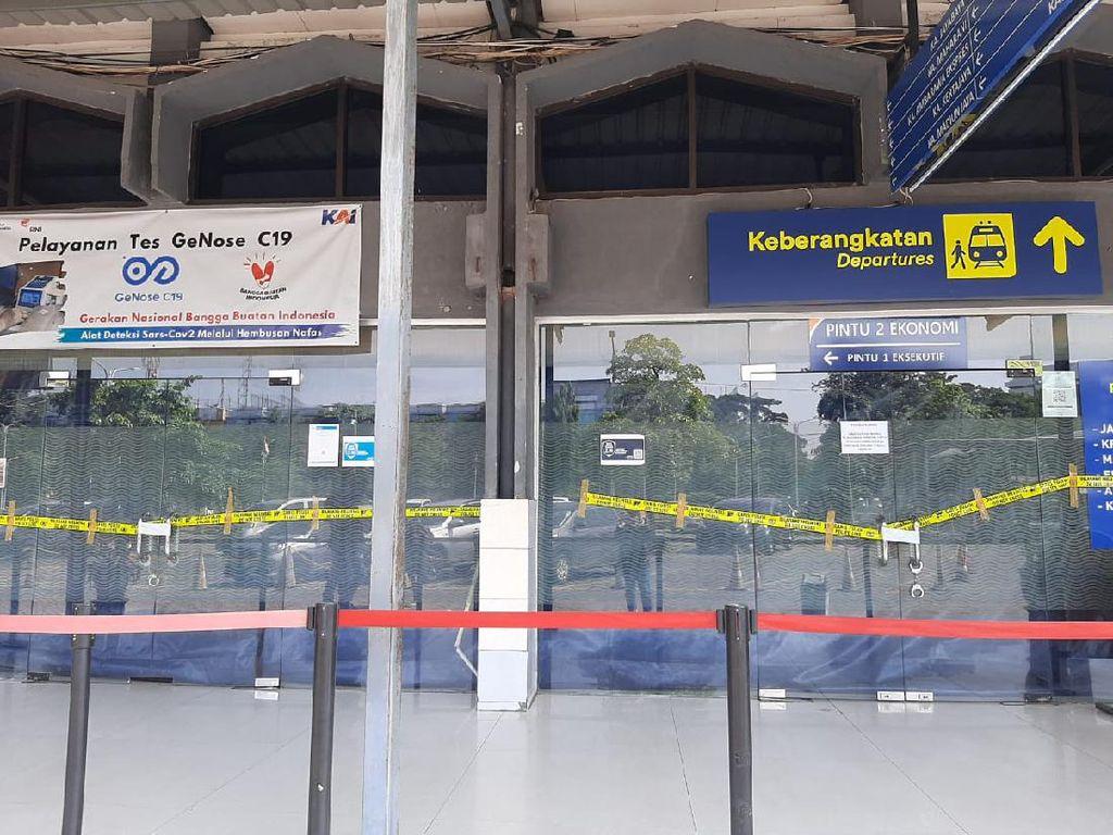 Penampakan Plafon Stasiun Pasar Turi Usai Runtuh