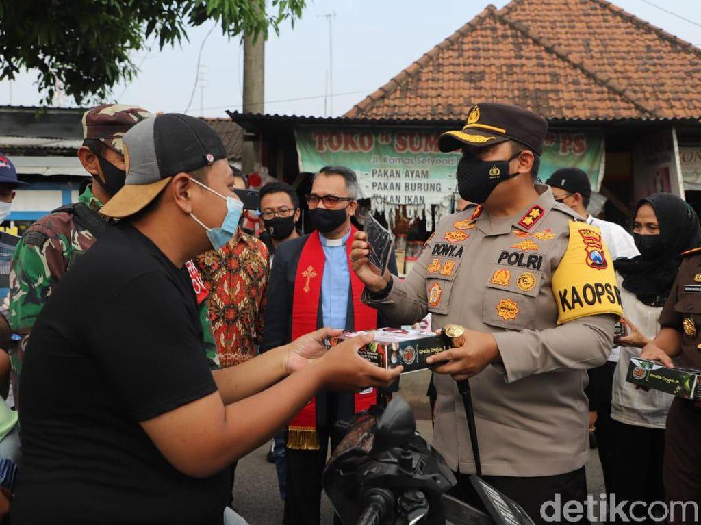 Operasi Mesra di Mojokerto Gandeng FKUB Bagikan Ribuan Takjil dan Masker