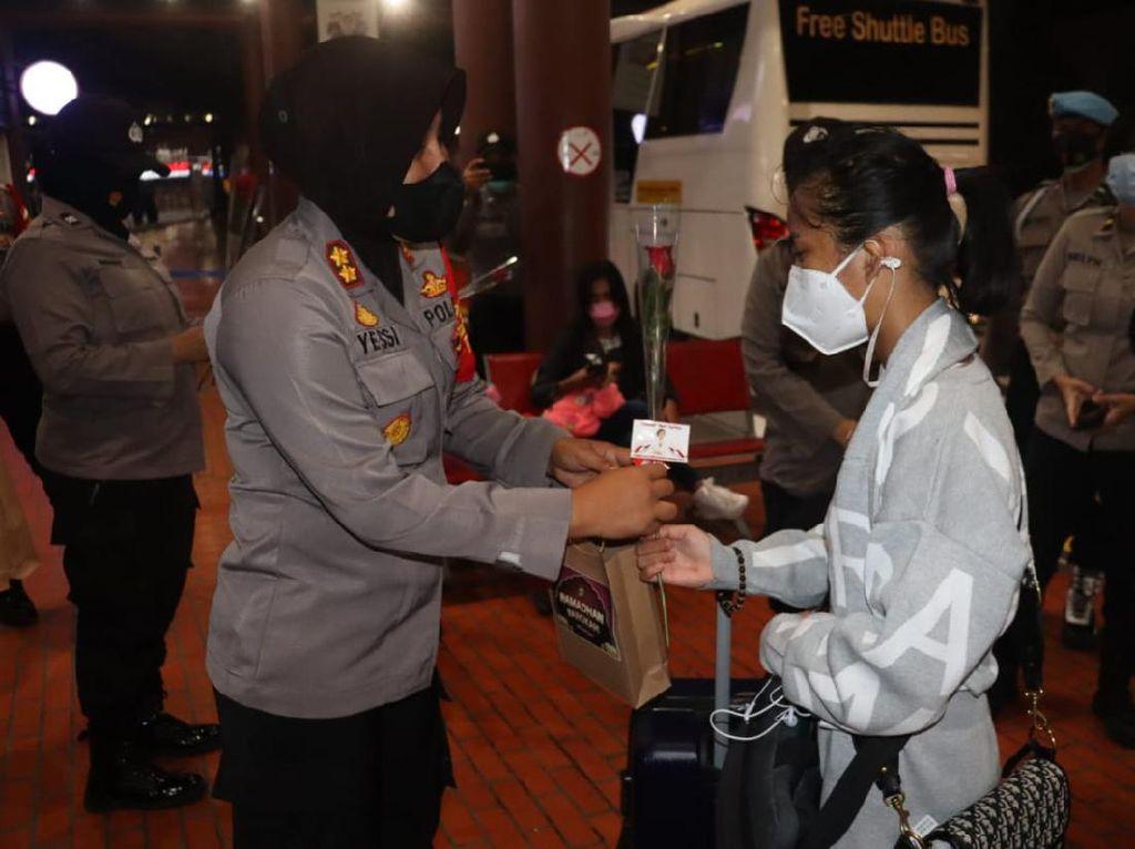 Cara Beda Polwan Bandara Soekarno-Hatta Peringati Hari Kartini