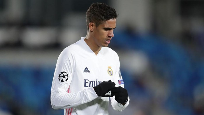 MADRID, SPAIN - MARCH 16: Raphael Varane of Real Madrid CF reacts during the UEFA Champions League Round of 16 match between Real Madrid and Atalanta at Alfredo Di Stefano stadium on March 16, 2021 in Madrid, Spain. Sporting stadiums around Spain remain under strict restrictions due to the Coronavirus Pandemic as Government social distancing laws prohibit fans inside venues resulting in games being played behind closed doors. (Photo by Gonzalo Arroyo Moreno/Getty Images)